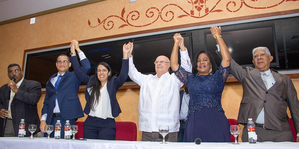 Hipólito Mejía promete fortalecer la institucionalidad; abogados lo apoyan