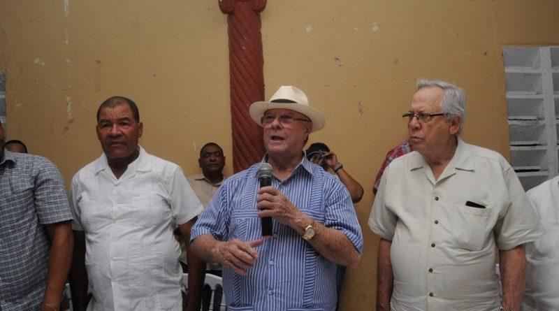 Hipólito Mejía promete apoyo para el desarrollo de la industria cacaotalera y agropecuaria de Monte Plata