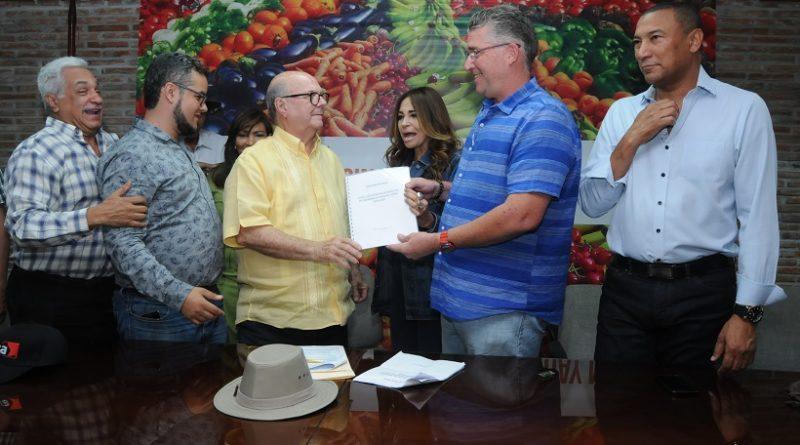 Hipólito Mejía promete devolver la institucionalidad al sector agropecuario nacional