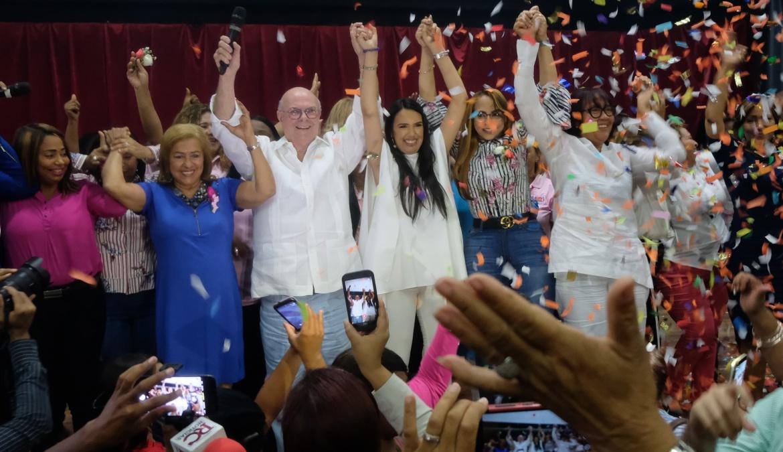 Hipólito Mejía encabeza masivo acto con mujeres y les promete 50 por ciento de los cargos públicos